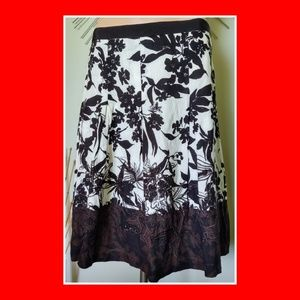 EUC ANN TAYLOR SIZE 8 BLACK WHITE FLORAL LINED